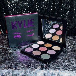 """KYLIE COSMETICS- """"THE PURPLE PALETTE"""" Kyeshadow"""